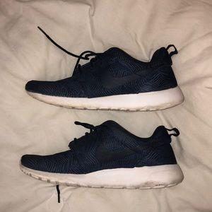 Navy Blue Nike Roshes!